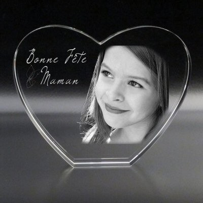 coeur en verre avec une photo  et un texte gravés