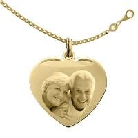 Médaille Coeur Plaqué or LOVE avec sa chaine de 50cm.