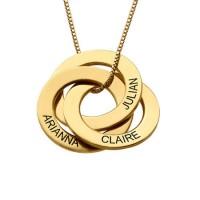 Gravure sur un collier avec 3 pendentifs prénom en plaqué or