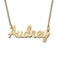 Personnalisation d'un collier prénom avec un médaillon en plaqué or