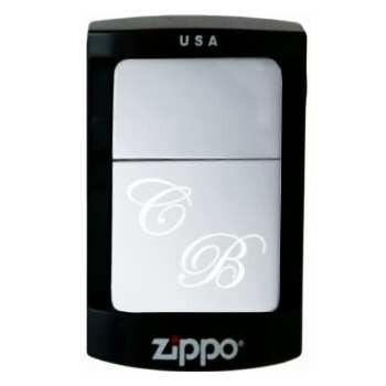 Gravure des initiales sur un briquet Zippo