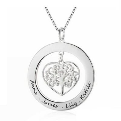 Gravure texte sur un collier cœur arbre de vie ajouré en argent pour les fêtes.