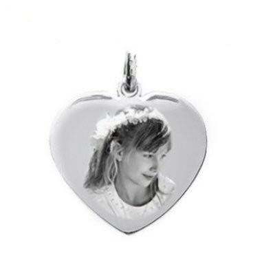 Petite médaille gravée avec une photo sur un coeur en argent love.