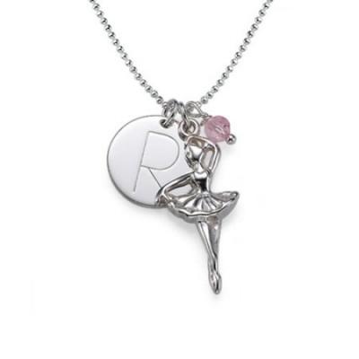 Personnalisation d'un collier Ballerine en argent avec un médaillon gravé et une pierre de naissance