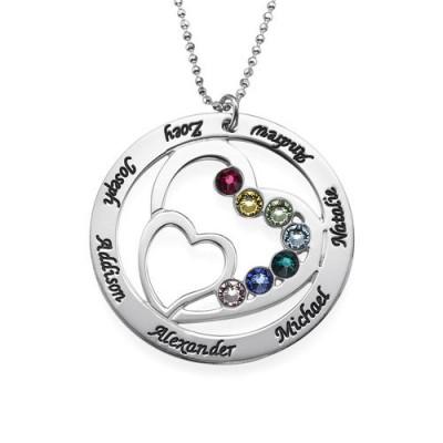 Gravure texte sur un collier cercle prénoms avec double coeur ajouré à l'interieur en argent.