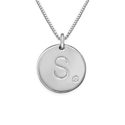 Collier initial avec pendentif gravé en argent et un diamant