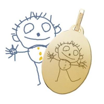 Grand pendentif ovale plaqué or gravé avec un dessin d'enfant