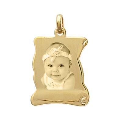 Petit médaillon parchemin gravé avec une photo en plaqué or.