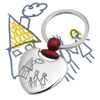 Gravure de dessin d'enfant sur grand porte-clés cœur