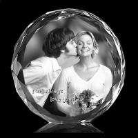 Gravure photo au laser dans une plaque ronde avec contour travaillé en cristal
