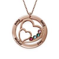 Texte gravé sur un collier cercle prénoms plaqué or rose.