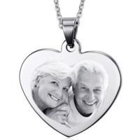Gravure d'une photo sur une plaque grand coeur argenté avec sa chaine de 50cm.