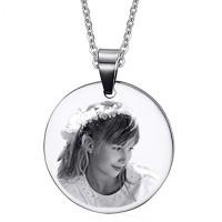 pendentif rond en argent gravé avec une photo et sa chaine