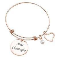 Bracelet jonc avec son médaillon rond doré rose gravé avec un texte.