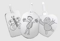 pendentif avec la gravure du dessin d'un enfant